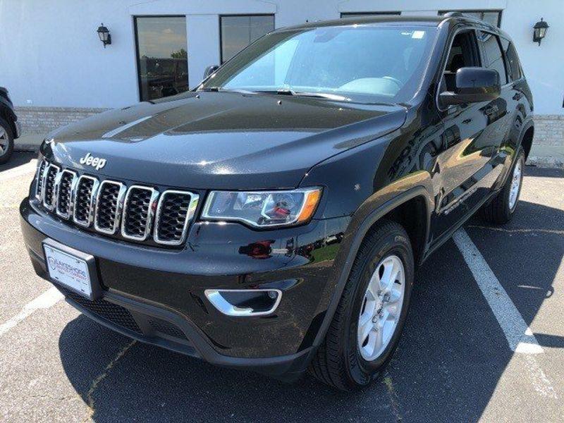 2017 Jeep Grand Cherokee LaredoImage 3