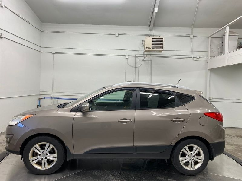 2012 Hyundai Tucson GLSImage 9