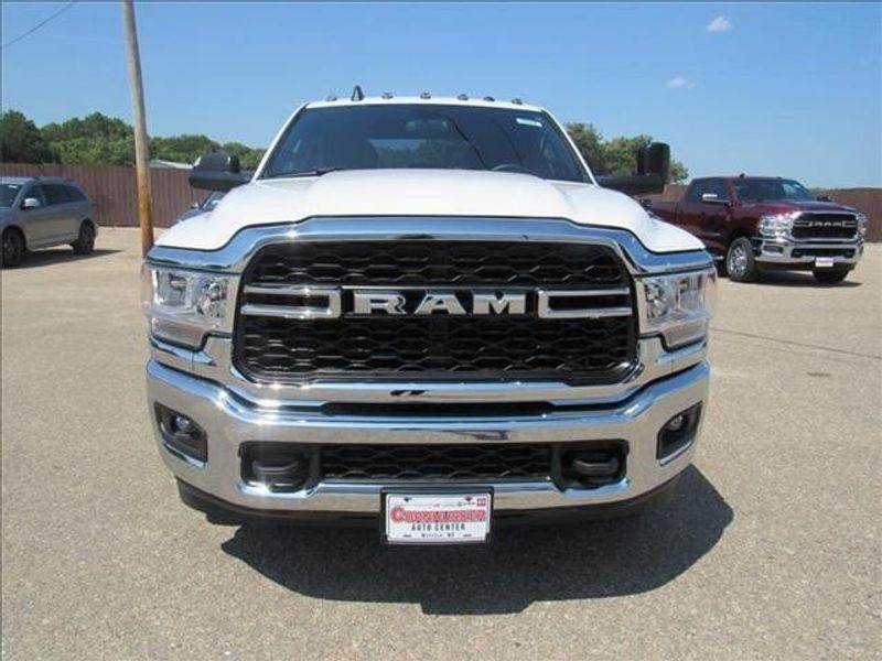 2021 RAM 3500 TRADESMAN CREW CAB CHASSIS 4X4 60 CAImage 2