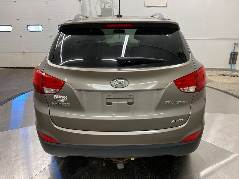 2012 Hyundai Tucson GLSImage 11