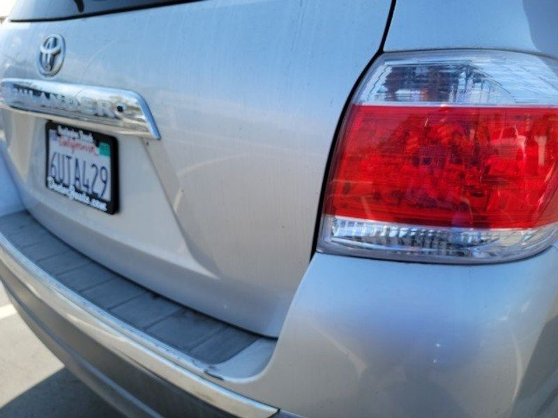 2011 Toyota Highlander BaseImage 10