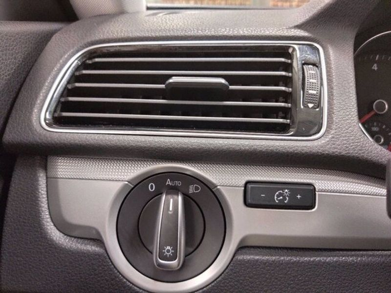 2018 Volkswagen Passat 2.0T SImage 18