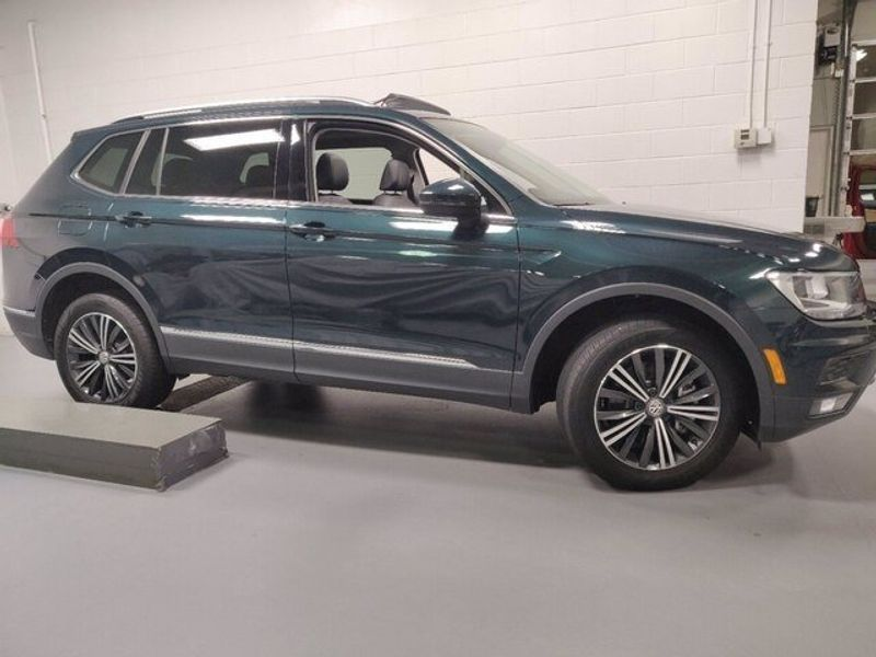 2019 Volkswagen Tiguan SEL 4-Motion AWD w/SunroofImage 3