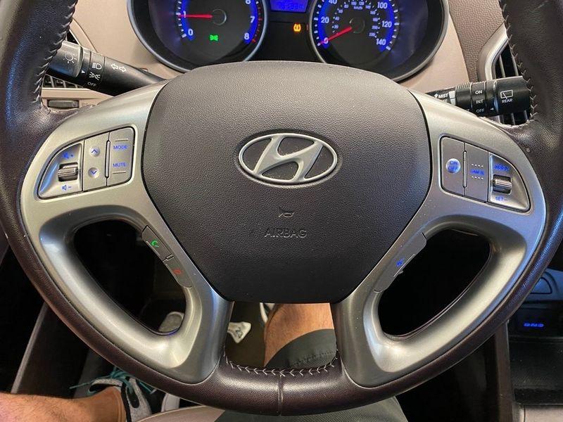 2012 Hyundai Tucson GLSImage 3