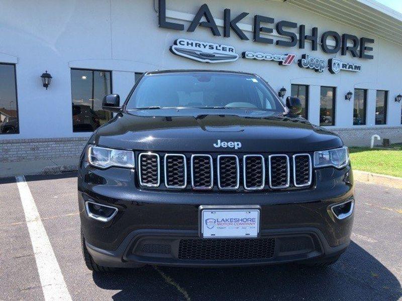 2017 Jeep Grand Cherokee LaredoImage 2