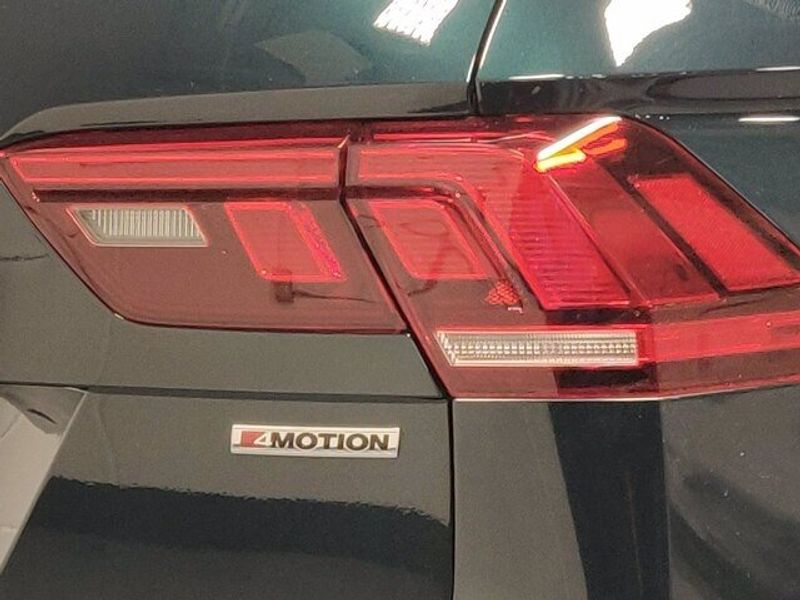 2019 Volkswagen Tiguan SEL 4-Motion AWD w/SunroofImage 4