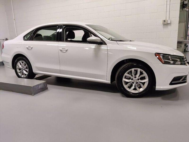 2018 Volkswagen Passat 2.0T SImage 3
