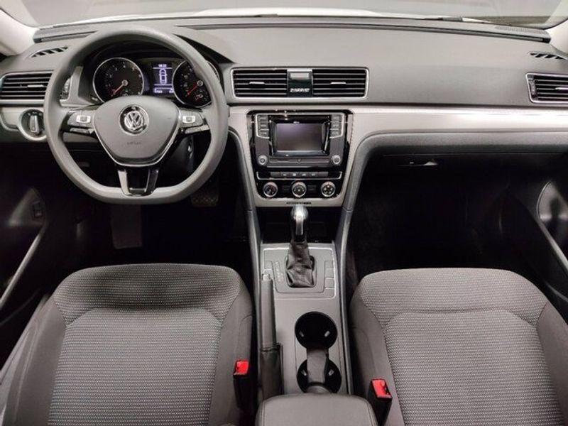 2018 Volkswagen Passat 2.0T SImage 11