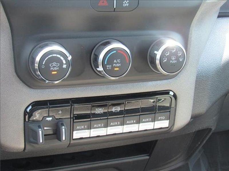 2021 RAM 3500 TRADESMAN CREW CAB CHASSIS 4X4 60 CAImage 21