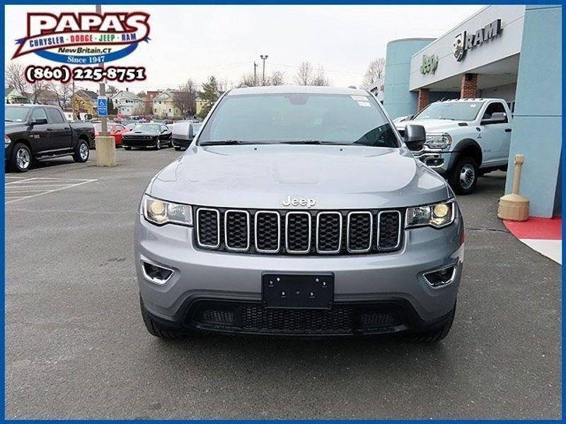 2021 Jeep Grand Cherokee LaredoImage 2